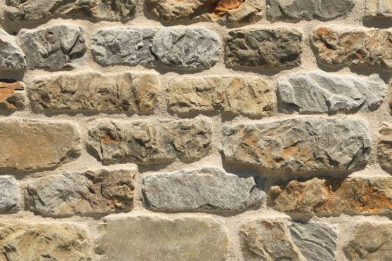 Creative Mines Natural Stone Veneer - Bighorn Quarry Cottage Ledge (tumbled)